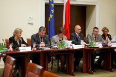 Jolanta Szymanek-Deresz - pierwsza z prawej